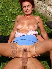 Mature slut fucked in the park